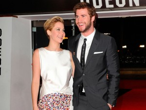 jennifer-lawrence-liam-hemsworth-L
