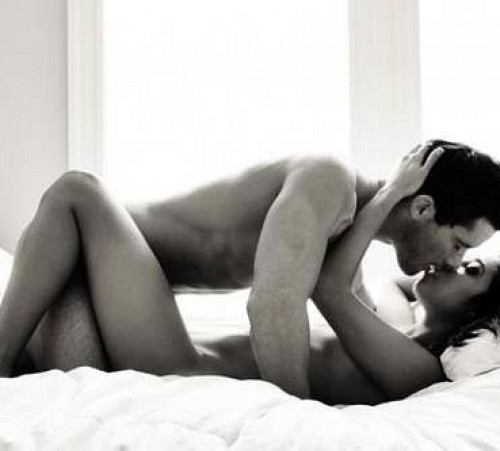 G---bed-------black&white-------bodies-------couple-------kiss-------kissing-------love-------naked-------passion-------sex-------sexy-time_large
