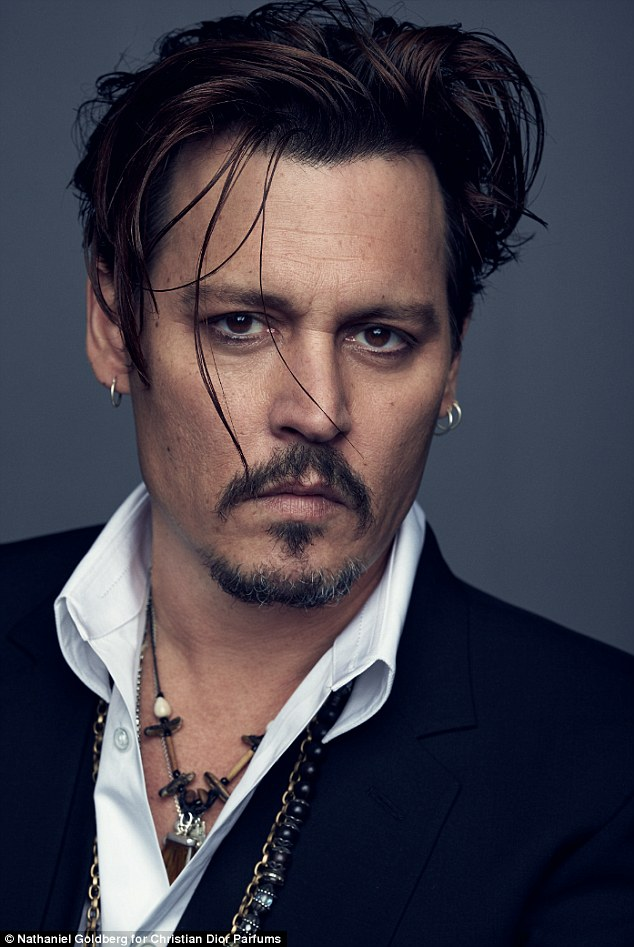 295239FF00000578-3109046-Johnny_Depp_has_ditched_the_braids_and_bandanna_as_he_s_unveiled-a-10_1433327370704
