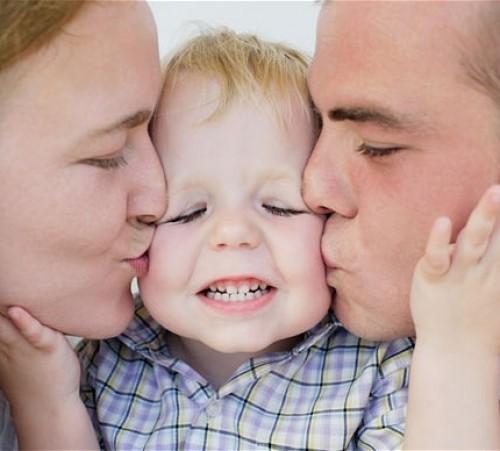 child-parents_2101408b