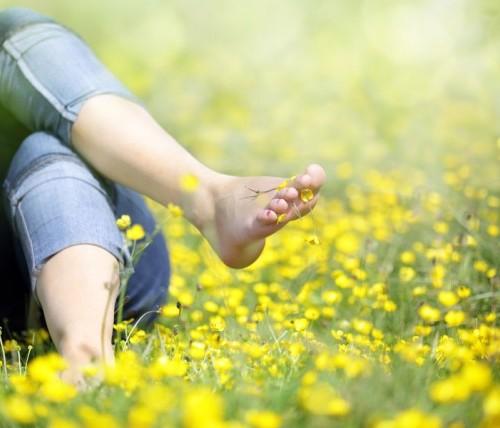Walking-barefoot1-760x428