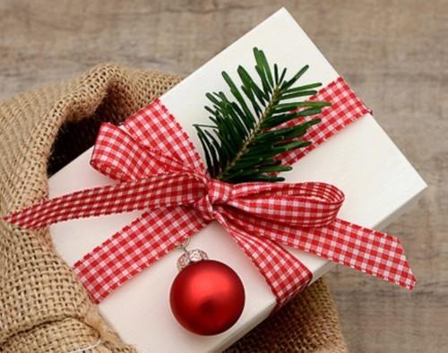 HS_Christmas_SecretSanta_Thumbnail