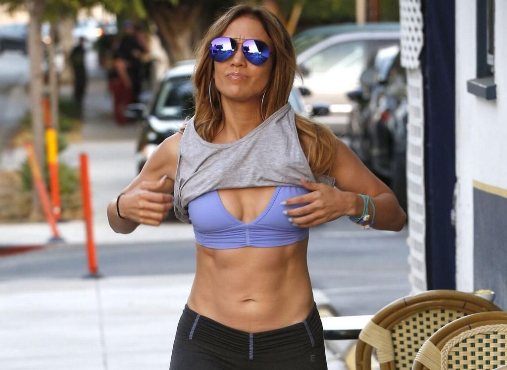 PAY-Jennifer-Lopez-abs