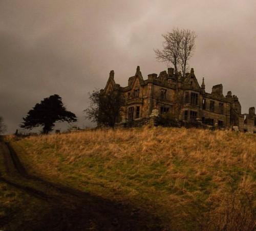 eerie-house