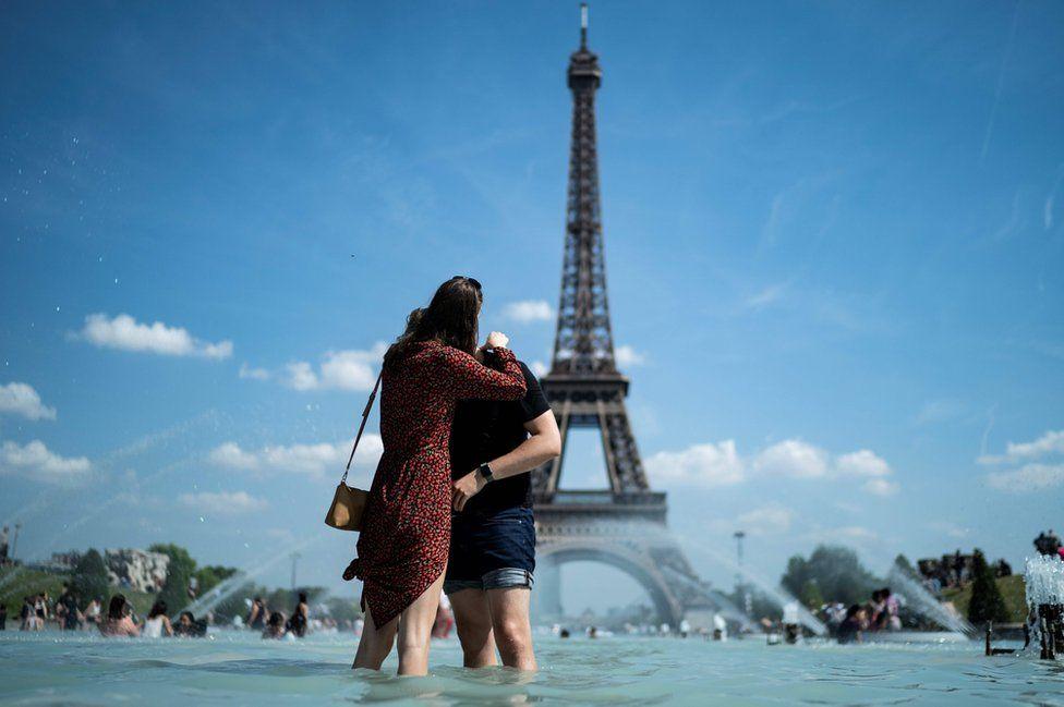 Í París