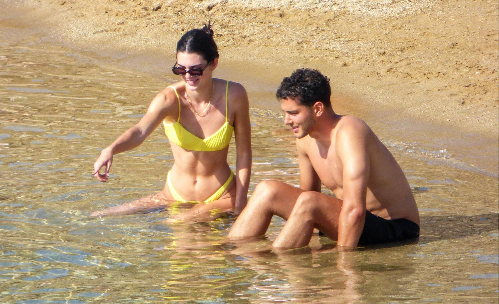 Kendall Jenner og Fai Khadra í Grikklandi þann 8 júlí