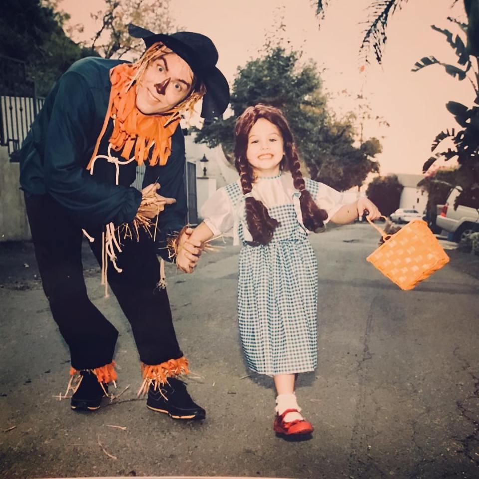 """Uppáhaldið þeirra er samt hrekkjavakan! Þau klæða sig upp, hér sem persónur úr """"Wizard of Oz"""""""